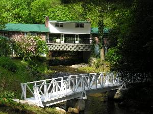 Ellijay vacation rentals 39 39 a river runs through it for Ellijay cabins for rent by owner